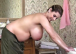 natural tits pregnant with cum