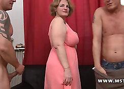 Chubby Mature Lady Sucked Bin in Deep Gangbang